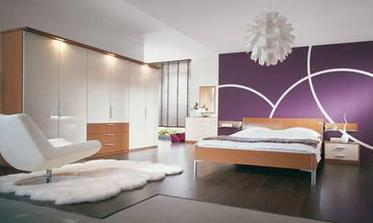 zaujimava fialova stena v spalni?