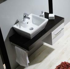 Hranaté umyvadlo do větší koupelny s vanou...