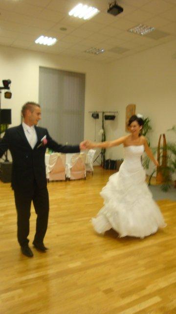 Miška Zajíčková{{_AND_}}Maťko Štrbík - prvy tanec :)
