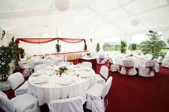 svatba bude venku tak bude party stan