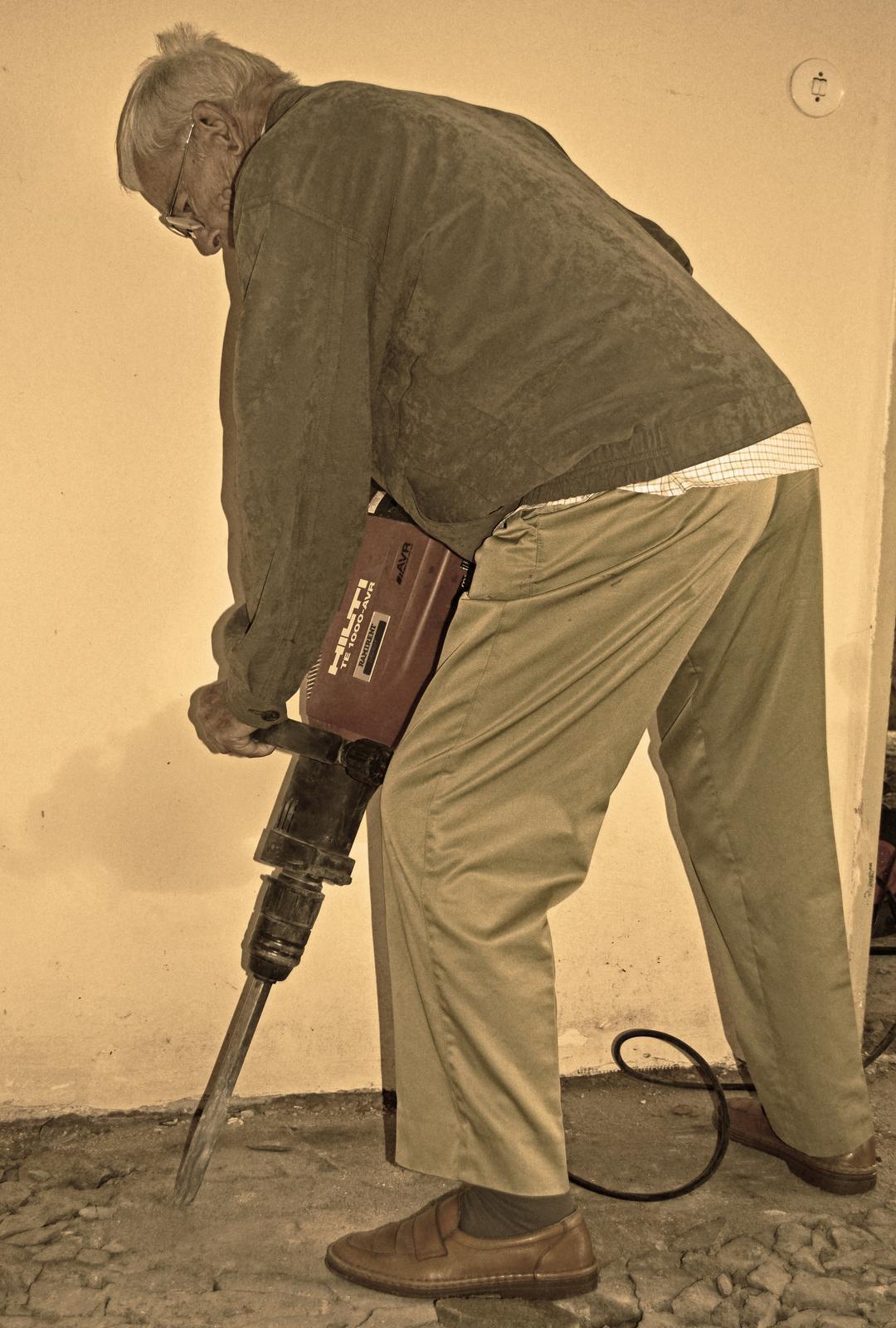 V zelenom dome - dedo ( 91 rokov ) chvílu pomáha