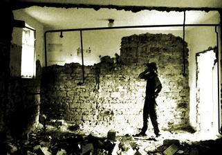 R.I.P priečky.....demolícia bola príjemným zakončením dňa...no zbierať a čistiť tehly na druhý deň až taká zábava nebola