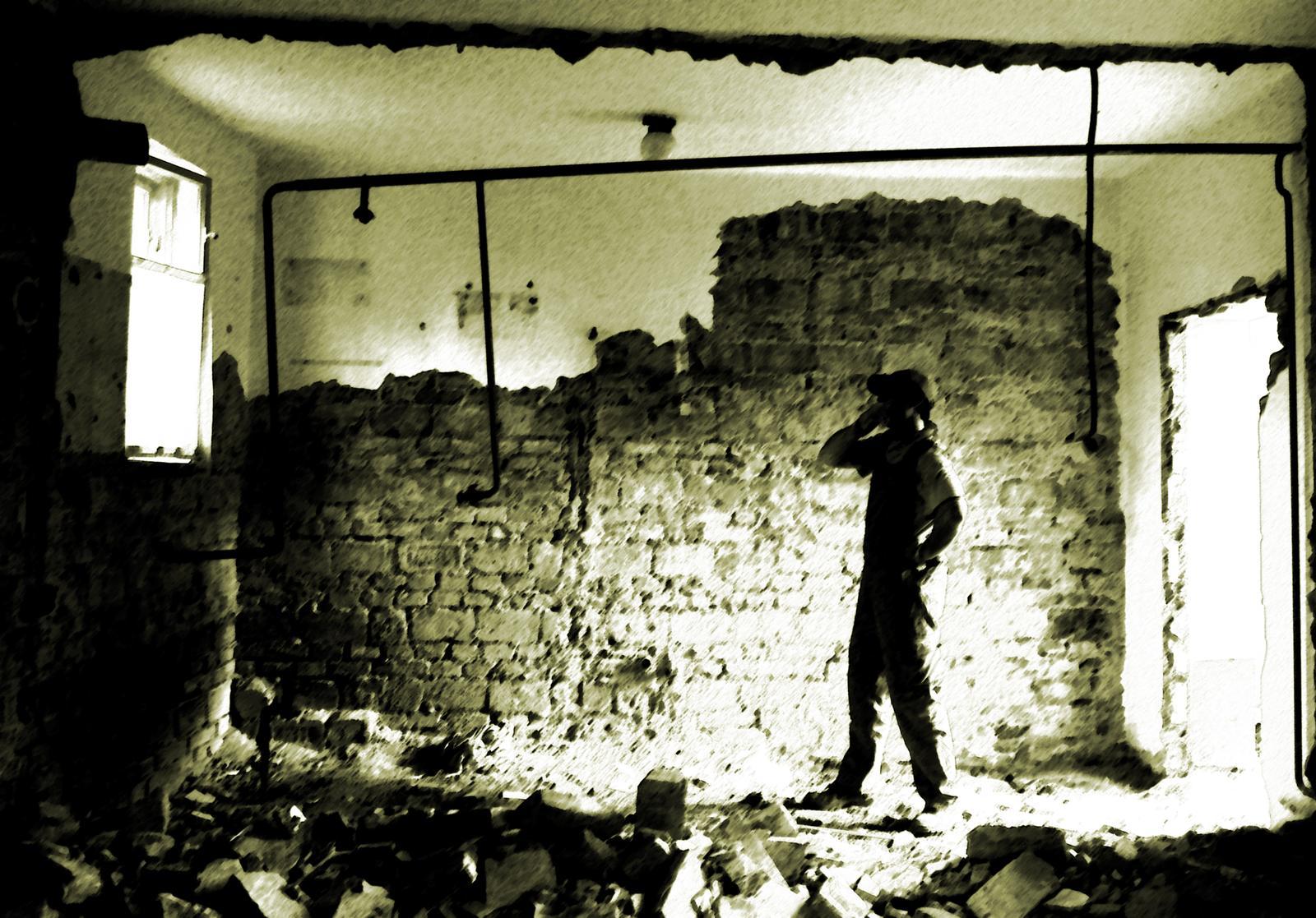 V zelenom dome - R.I.P priečky.....demolícia bola príjemným zakončením dňa...no zbierať a čistiť tehly na druhý deň až taká zábava nebola