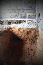 nie to nieje hrob....to bude základ pod 2 tonovú krásavicu