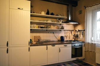 teraz kuchyňa... ideme s davom, biela :-)