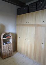 staré dobré komoušské sektorové skrine... ale kvalitné, bukové drevo, masív, žiadna novodobá drevostrieska