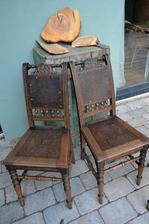 Stoličky majú vyše 100 rokov, tie opravovať zatial nebudem, netrúfam si na to