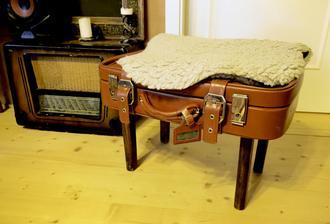DIY minisedátko - štokrlík zo starého kufríka