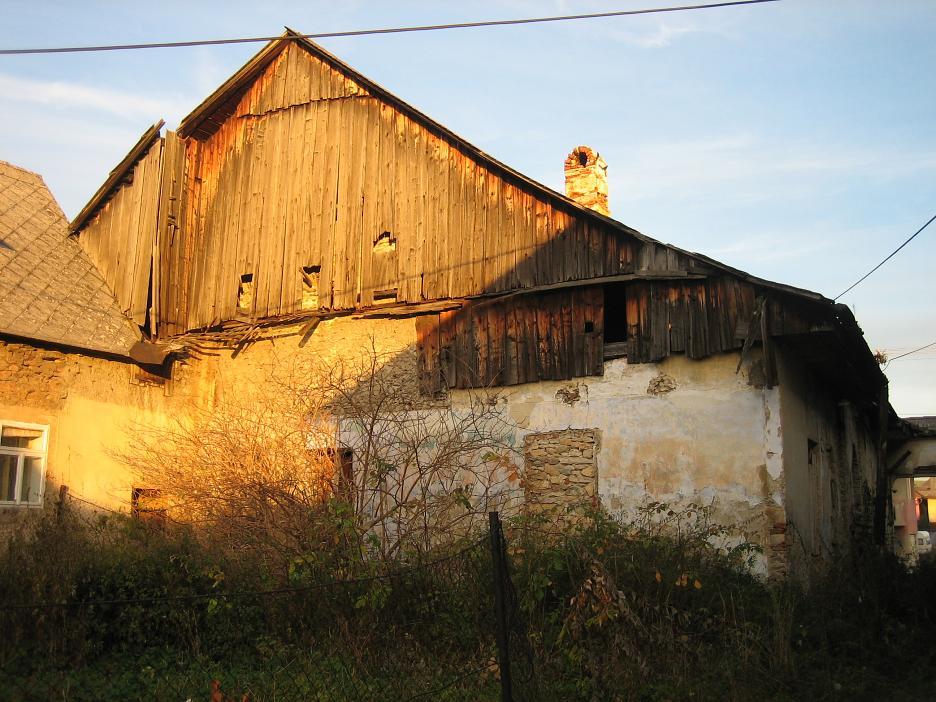 Nové v starom alebo moderné rekonštrukcie - pôvodný stav, domčúr mal štastie že nezaznel verdikt zbúrať