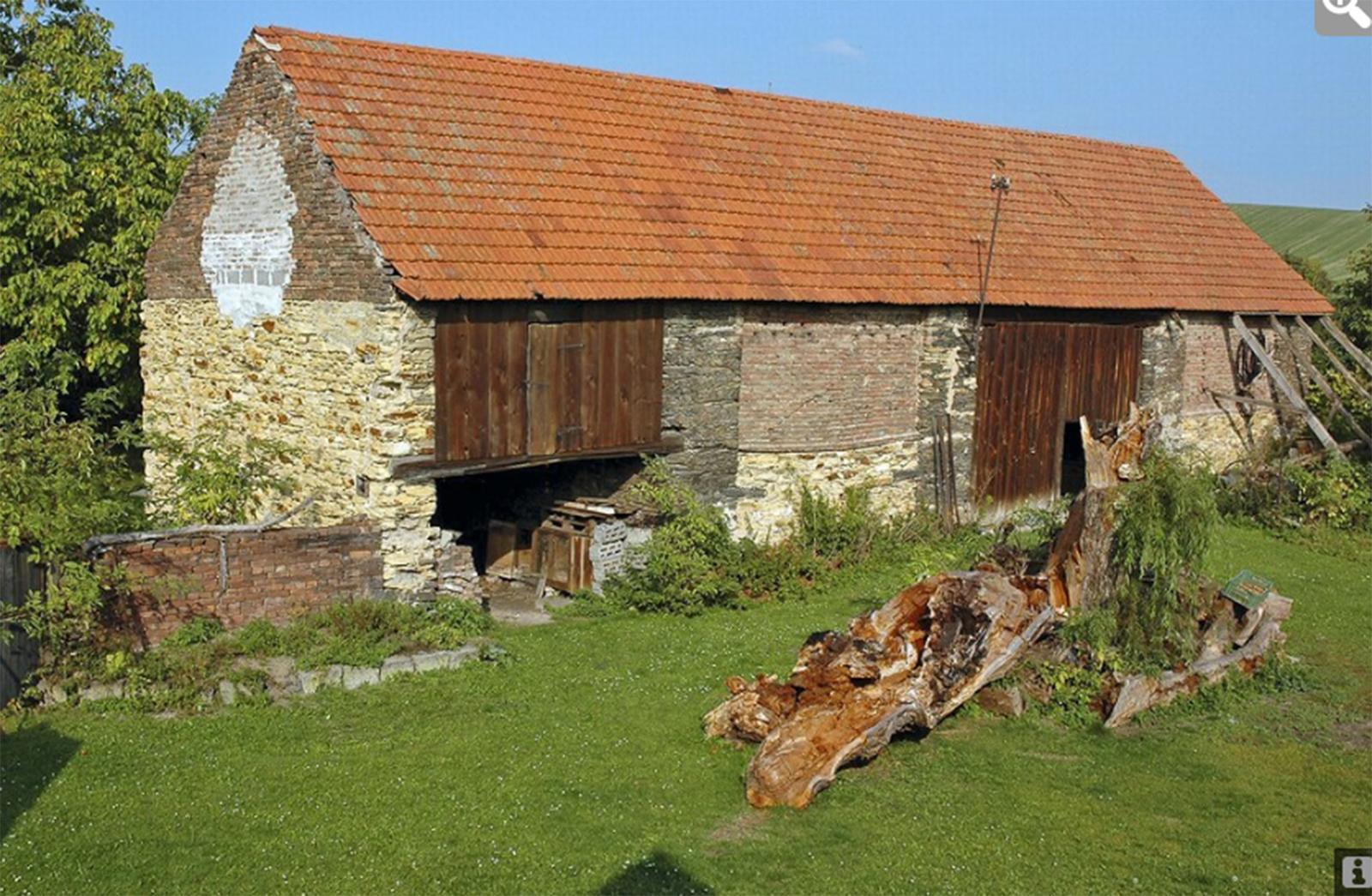 Nové v starom alebo moderné rekonštrukcie - Pôvodná stará stodola z Čiech