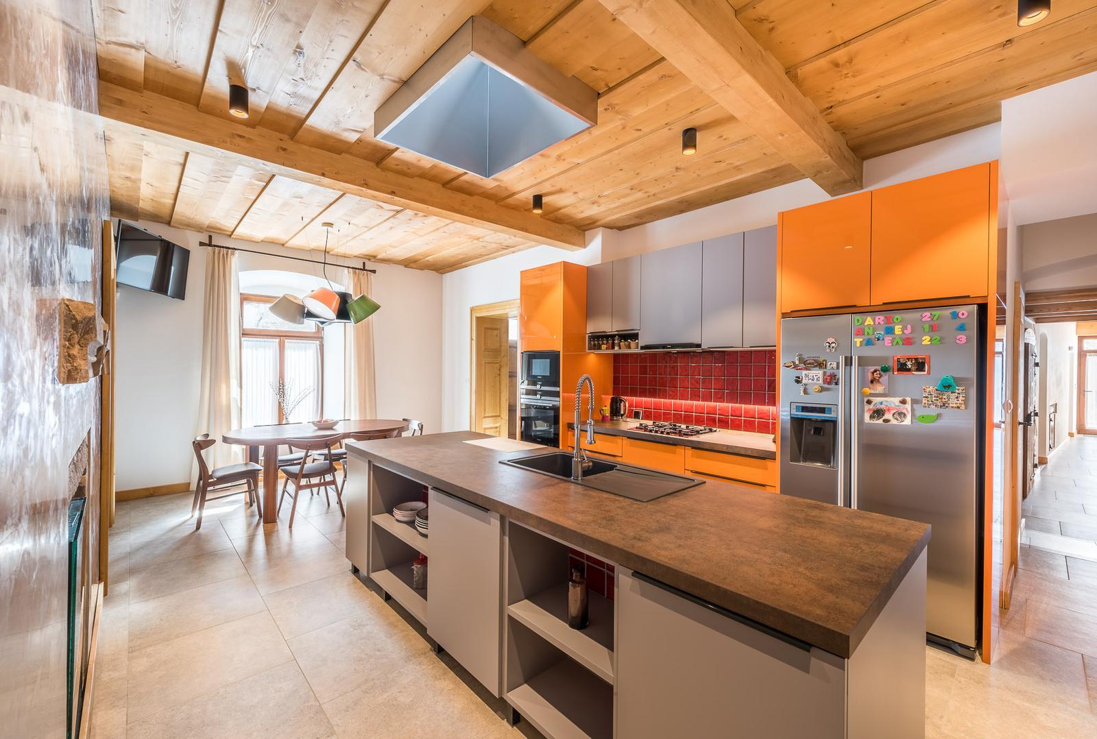 Nové v starom alebo moderné rekonštrukcie - 3 farebná kuchyňa