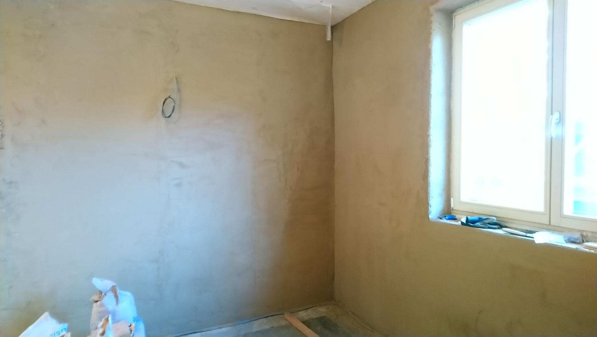 Hlinené omietky - Ta ista stena, 3 vyrovnávacia vrstva. Už je to lepšie