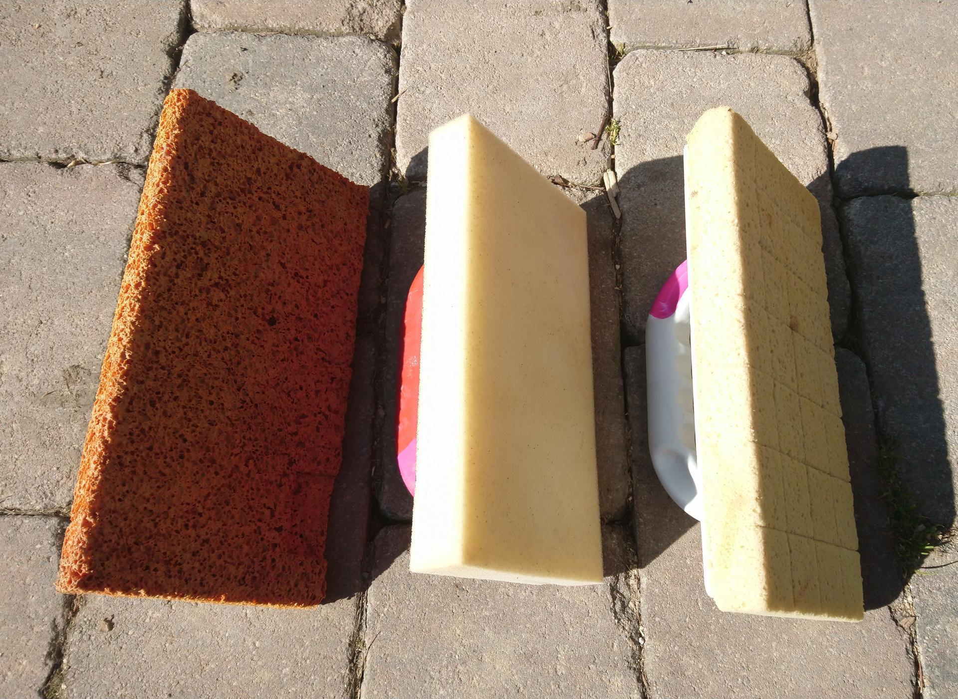 Hlinené omietky - Na filcovanie jemných omietok molitánové hladítko s mriežkou je základ, ja používam aj tie ostatné.