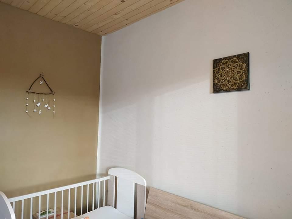 Hlinené omietky - Prírodne hnedý zemitý odtieň v interiéri pôsobí na človeka ukludnujuco, ale väčšinou sa kombinuje aj s bielou hlinou kôli presvetleniu