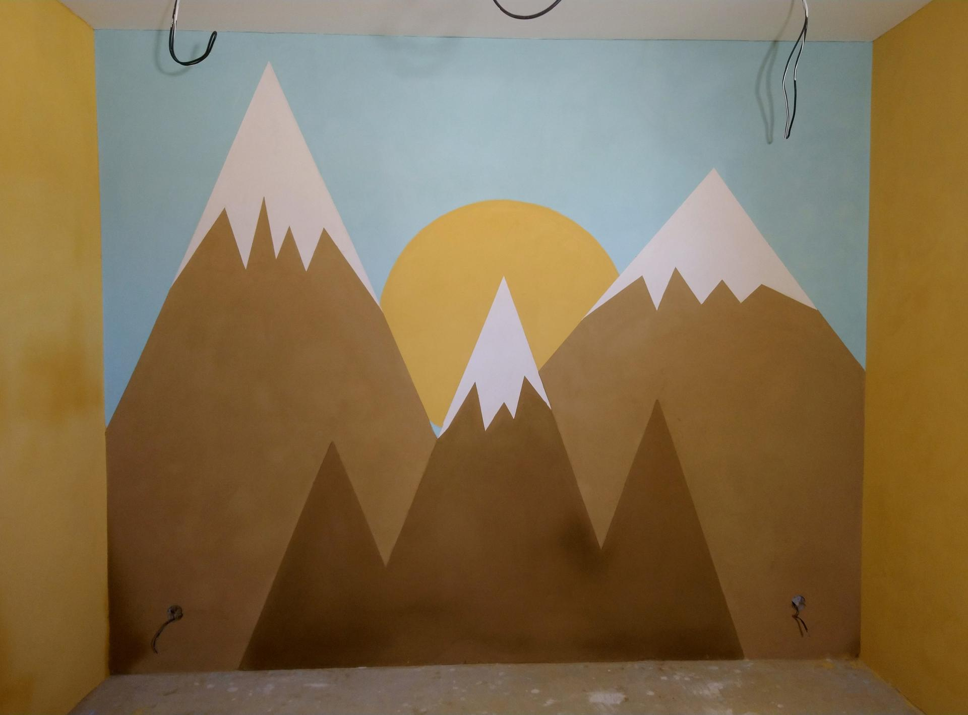 Hlinené omietky - Hory v detskej izbe, všetko robene iba pigmentovanou omietkou, žiadna maľba. Omietka ešte nieje celkom suchá, preto tie flaky.