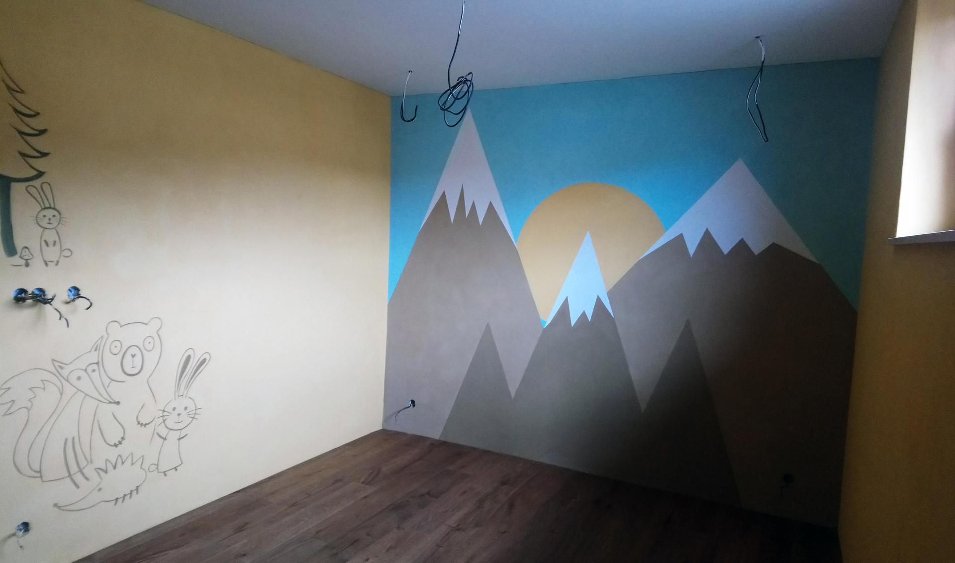 Hlinené omietky - Ešte jedna za denného svetla. Detská izba. Na stene vľavo malé zvieratkovské sgrafitto
