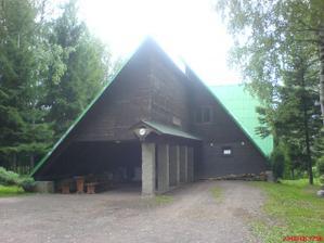 Chata, kde se konala odpolední pařba