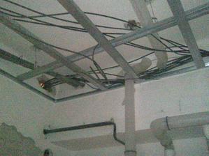 vypoctove stredisko  v strope ;)