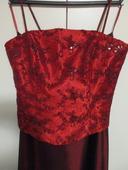 Společenské vínové šaty, 36
