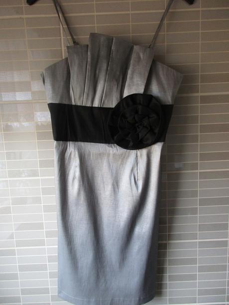Stříbrné nadčasové společenské šaty - Obrázek č. 1