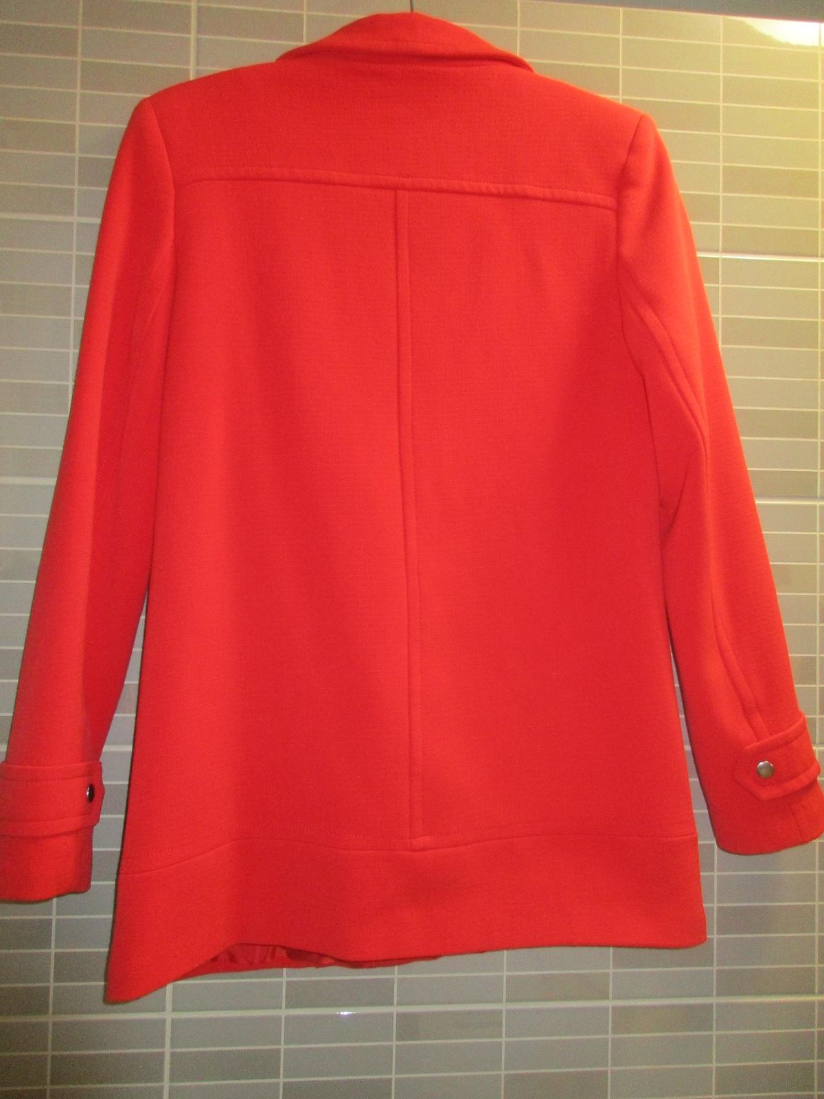 Červený elegantní kabát - Obrázek č. 2