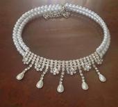 Štrasový náhrdelník s perličkami,