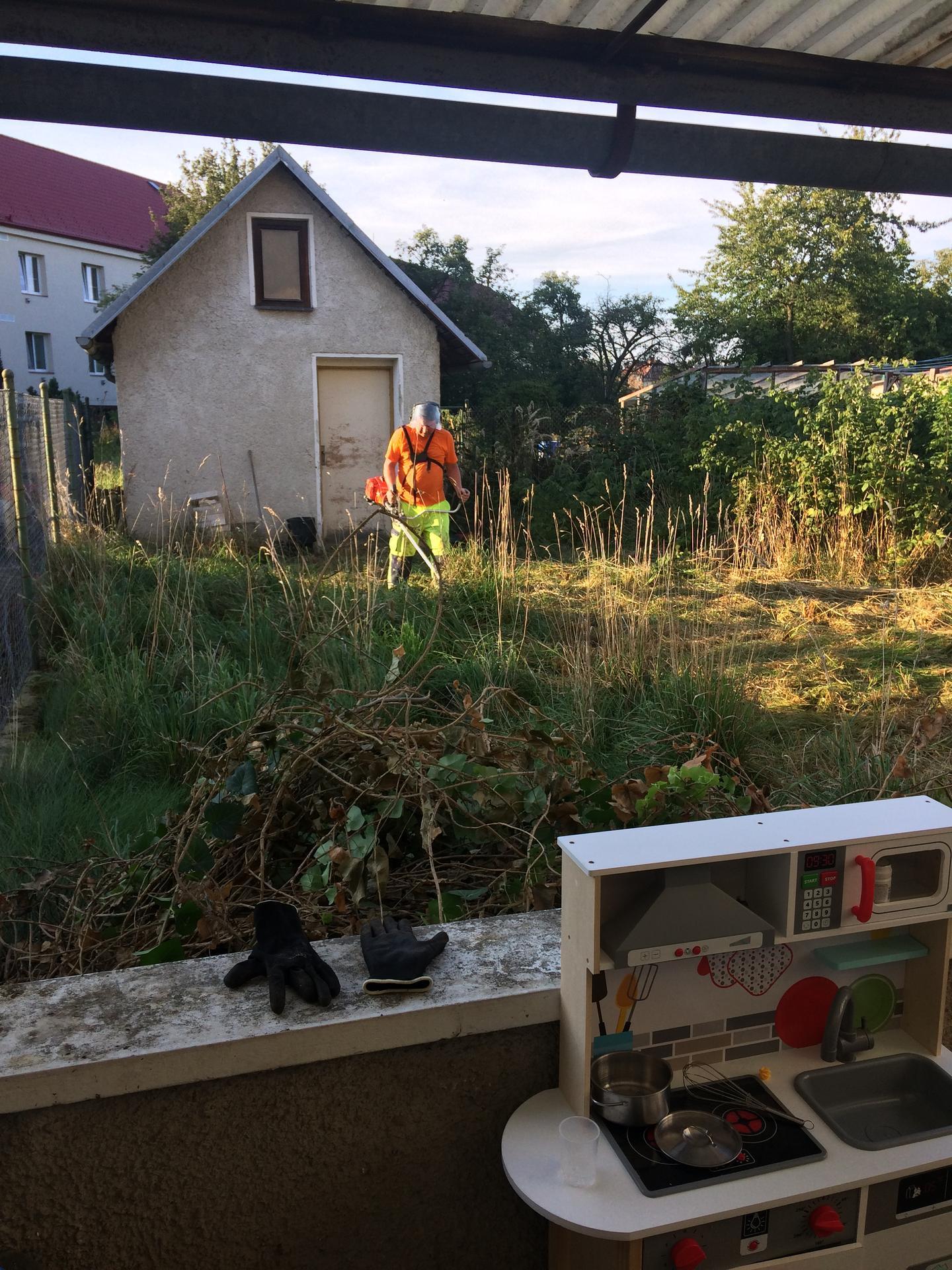 Náš sen bydlení ve vlastním 🏡🍀 - 5 let zanedbávaná zahrada, pořádně jsme si mákli 🙂