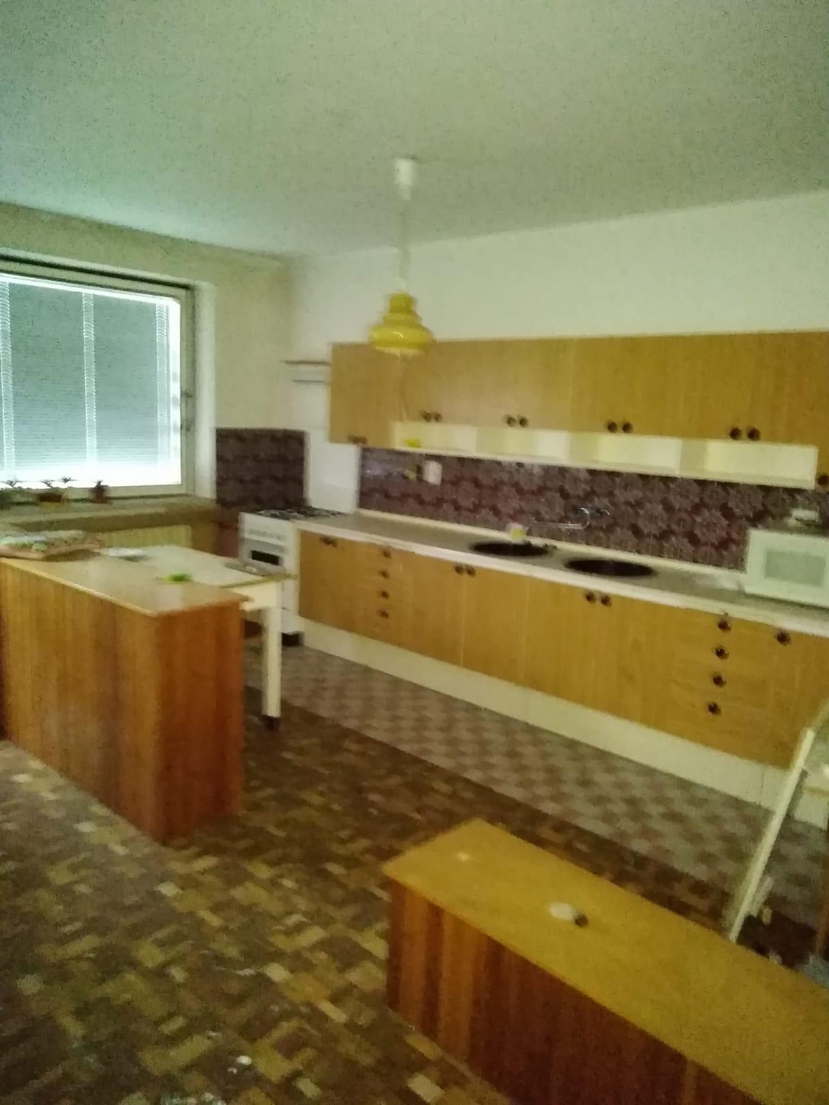 Náš sen bydlení ve vlastním 🏡🍀 - Původní kuchyně-to je prostoru!😊