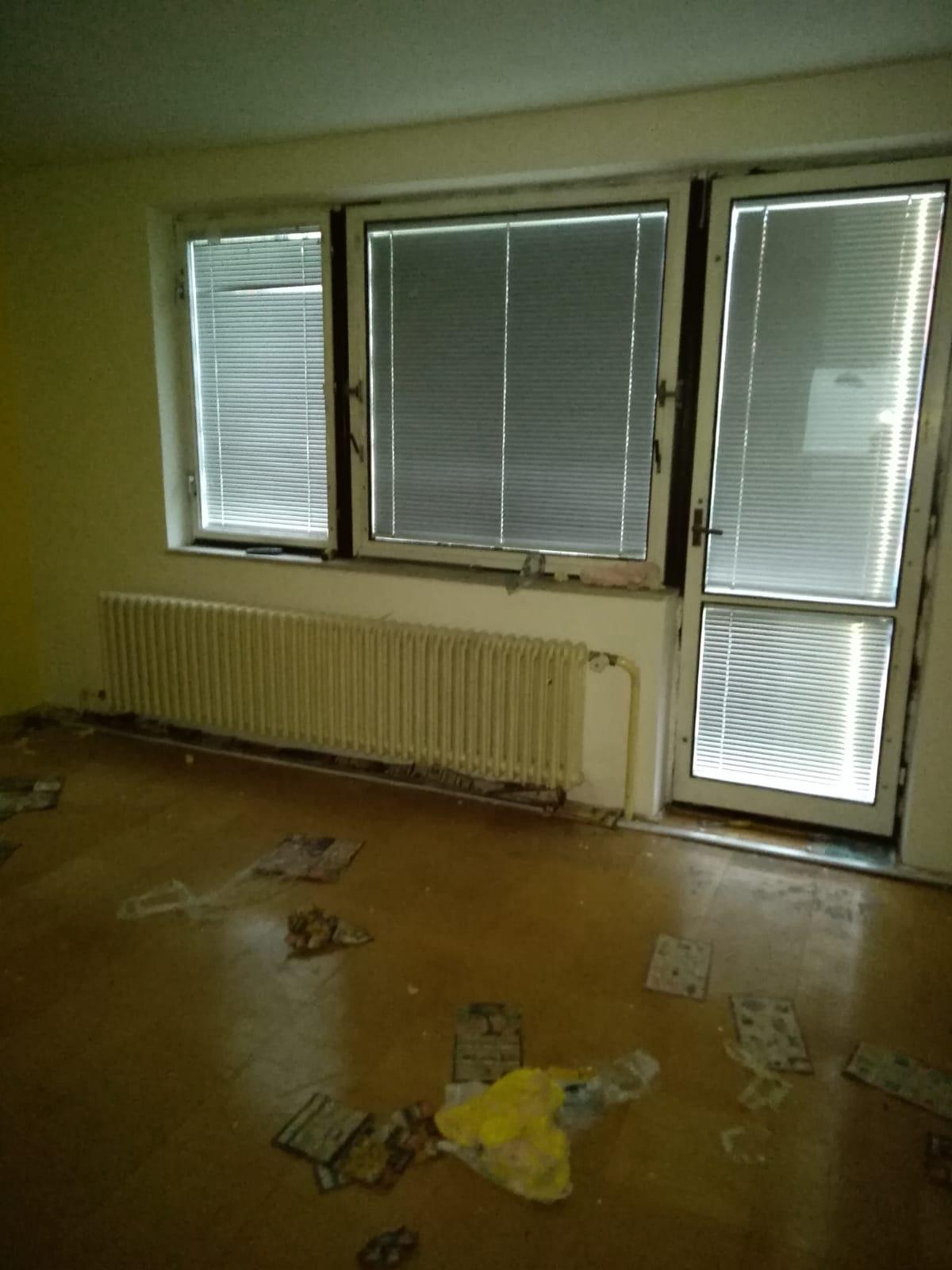 Náš sen bydlení ve vlastním 🏡🍀 - Púvodní obývák..