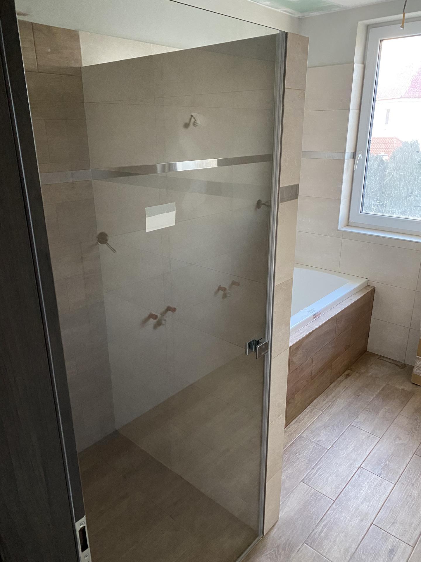 Náš sen bydlení ve vlastním 🏡🍀 - ...se nemůžete dočkat první sprchy..