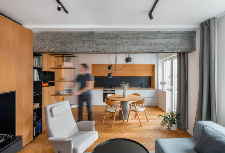15 slovenských interiérov, ktoré nás v roku 2020 chytili za srdce - Industriálny byt plný nevšedných riešení. Viac z návštevy hľadajte tu https://www.doma.sk/interier/radikalna-premena-bytu-vas-dostane-vdaka-nevsednym-napadom-sikovneho-architekta-video/