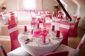 Růžové potahy na židle,