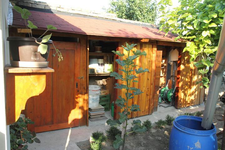 Zahradne WC a sopka na naradie