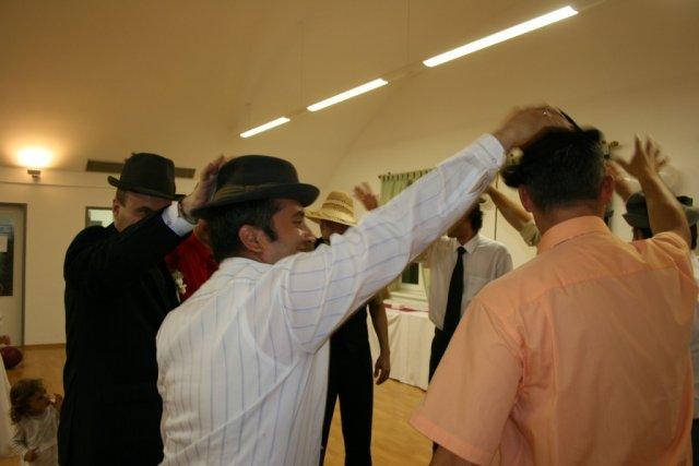 Mirka{{_AND_}}Roman - klobukovy tanec - ze im aj isiel riadne... :o)
