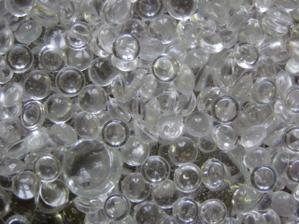 vsetky mozne sklenene kamienky co boli pouzite ako vyzdoba a nerozobrali sa...