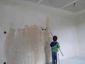 náš malý pomocník pomáha aj maľovať ;-)