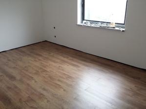 podlaha v spálni
