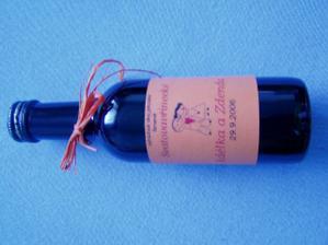 Vlastoručně vyrobené svatební vínečko..