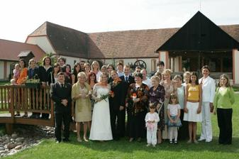 Tolik nás na svatbě bylo-moc děkujeme všem,kteří na nás nezapmněli a přišli nás podpořit..