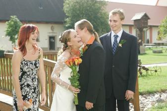 Byla to rozesmátá svatba-úsměv,kam se podíváš :-)