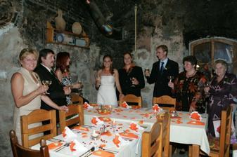 Svatební hostina pro nejbližší..Ještě se následně konay dvě afterparty na chalupě..