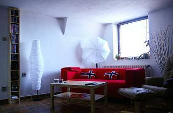 obýváček..ale ještě chybí fotky na zdi, vyměnit vypínače, závěs na okno, kobereček pod stolkem a v létě vymalovat :)