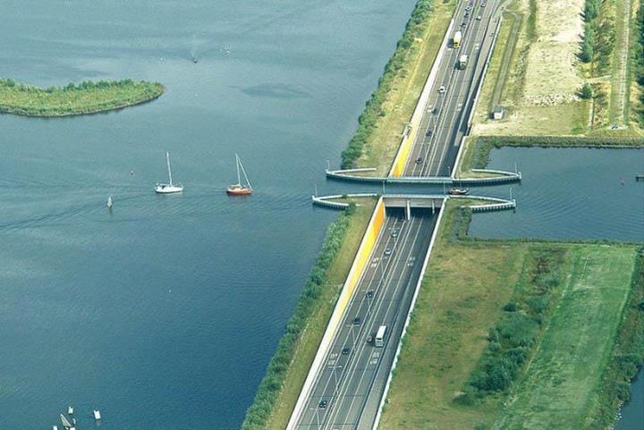 Bez slov a pre zábavu. - Most pre lode (Harderwijk, Holandsko) Pozri tu na mape google: http://bit.ly/GRC21i