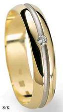 tak toto je můj snůbní prstýnek,ženich má stejný akorád bez kamínku,chtěli jsme něco jednoduchého :-)