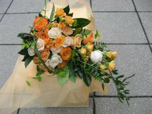 tak tahle kytice se my moc líbí jen bych chtěla jednobarevnou a to sytě oranžové ruže