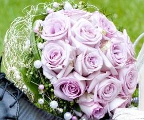 """Prípravy na den ,,D"""" :) - napr,,toto ale biele ruže"""