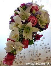 toto je ono co hladam - biela lalia, biela orchidea a marhulova ruza :-)