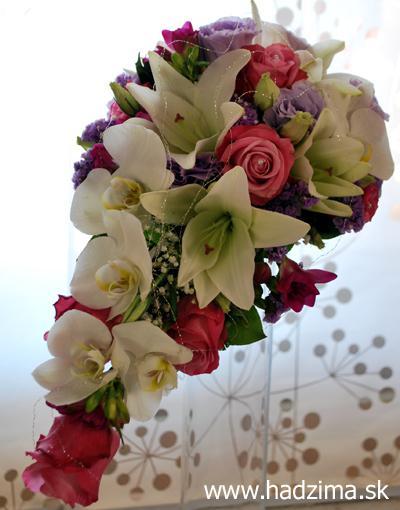 D&P - toto je ono co hladam - biela lalia, biela orchidea a marhulova ruza :-)