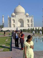 svatební cesta asi povede do Indie