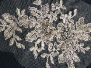 7.3.2012 zadány v Madoře svatební šaty a vybrána tahle krajka na zdobení korzetu